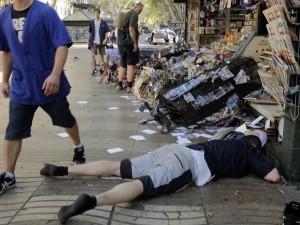 Una furgoneta arrolla a varias personas en la Rambla de Barcelona LAS RAMBLAS   FOTO  CHIQUI  TELEFONO 636873787